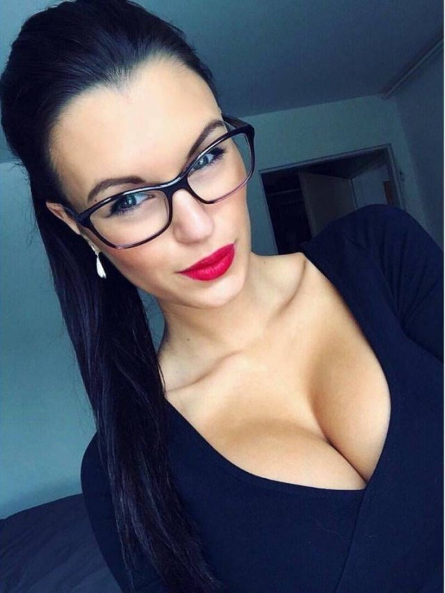 Girls In Glasses (48 pics)