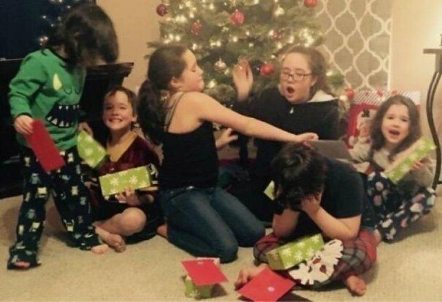 Strange Christmas Family Photos (46 pics)