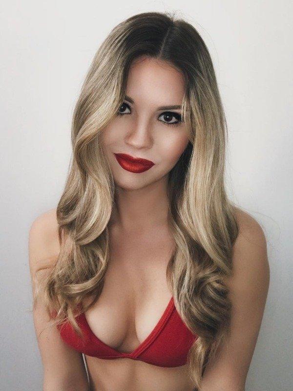 Girls Wearing Red Lipstick (36 pics)