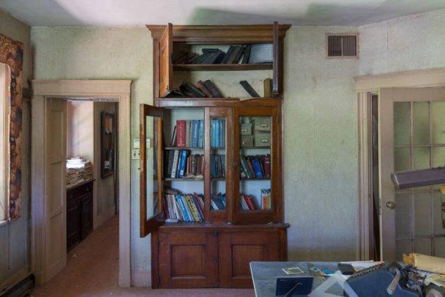 Secrets Of Abandoned XIX Century Cottage (27 pics)