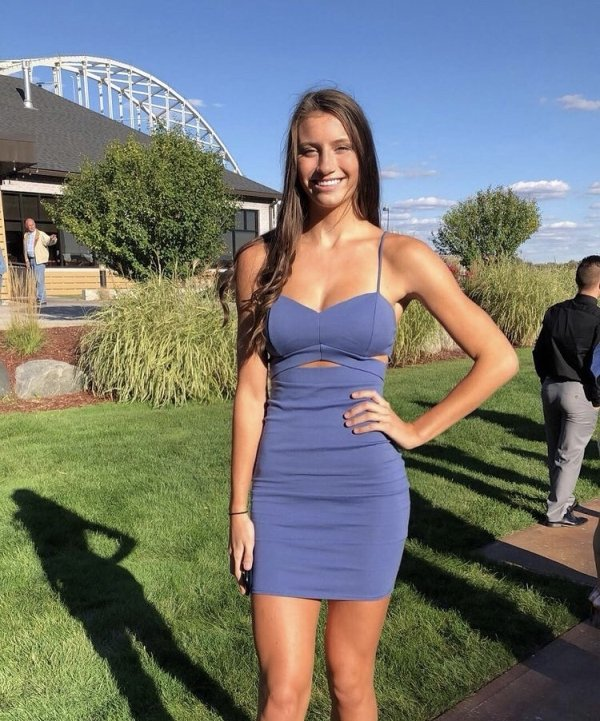Girls In Sundresses (35 pics)