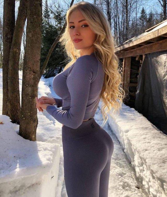 Girls In Yoga Pants (49 pics)