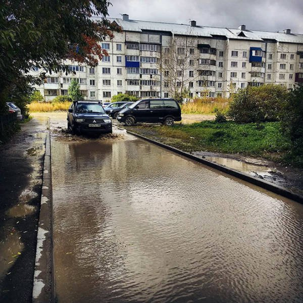 Giant Russian Puddle That Has Its Own Instagram Account (19 pics)
