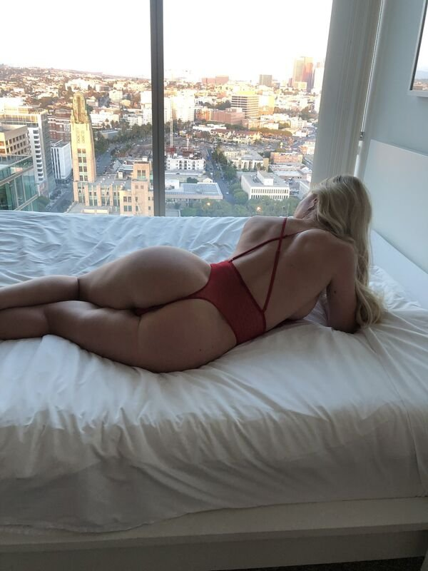 Rear View (32 pics)