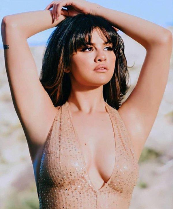 Hot Celebrity Photos (19 pics)