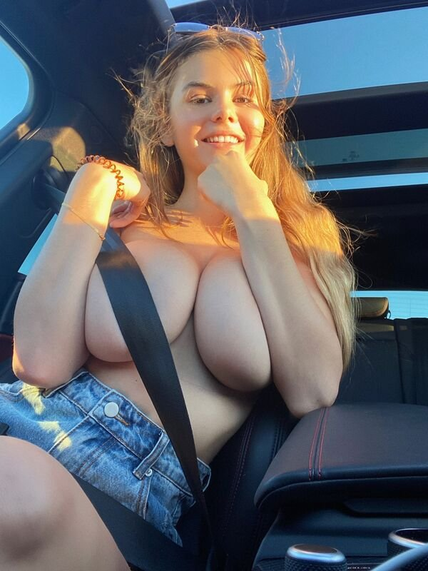 Girls With Handbras (36 pics)
