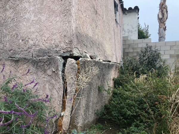 What's Wrong With These House Foundations? (20 pics)