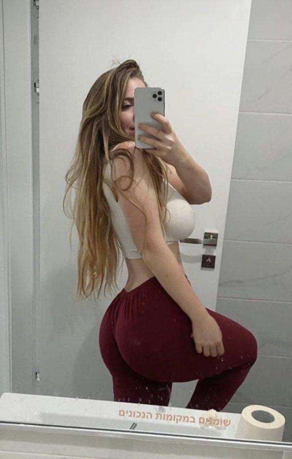Selfie Girls (36 pics)