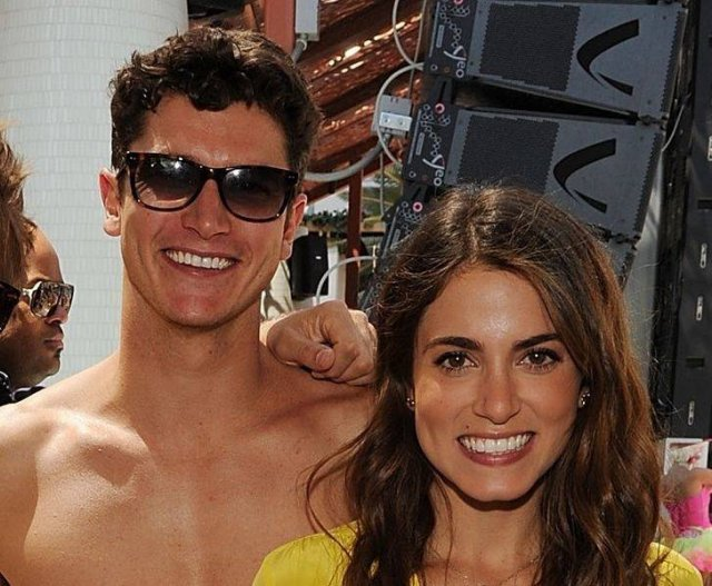 Celebrity With Their Siblings (20 pics)