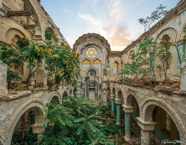Beautiful Abandoned Places (19 pics)