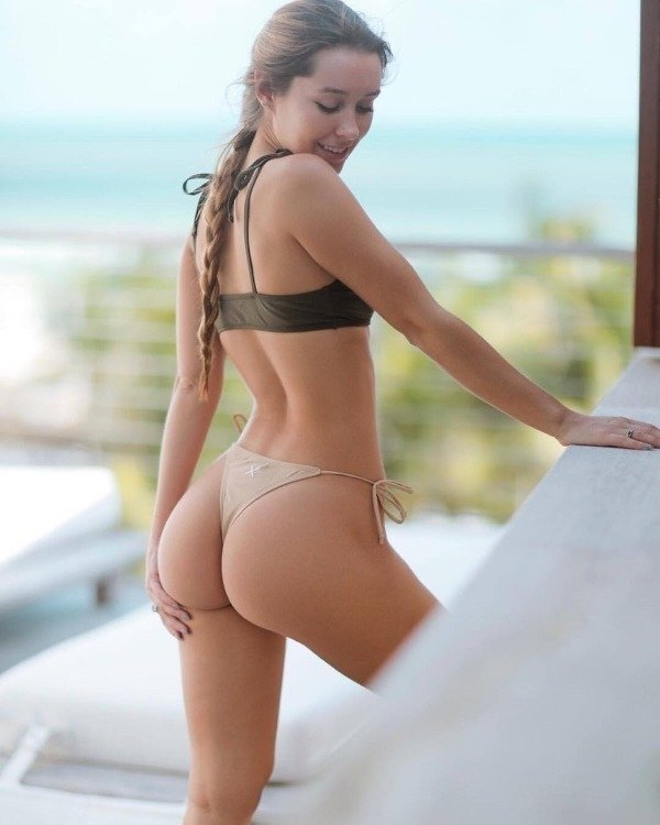 Rear View (33 pics)