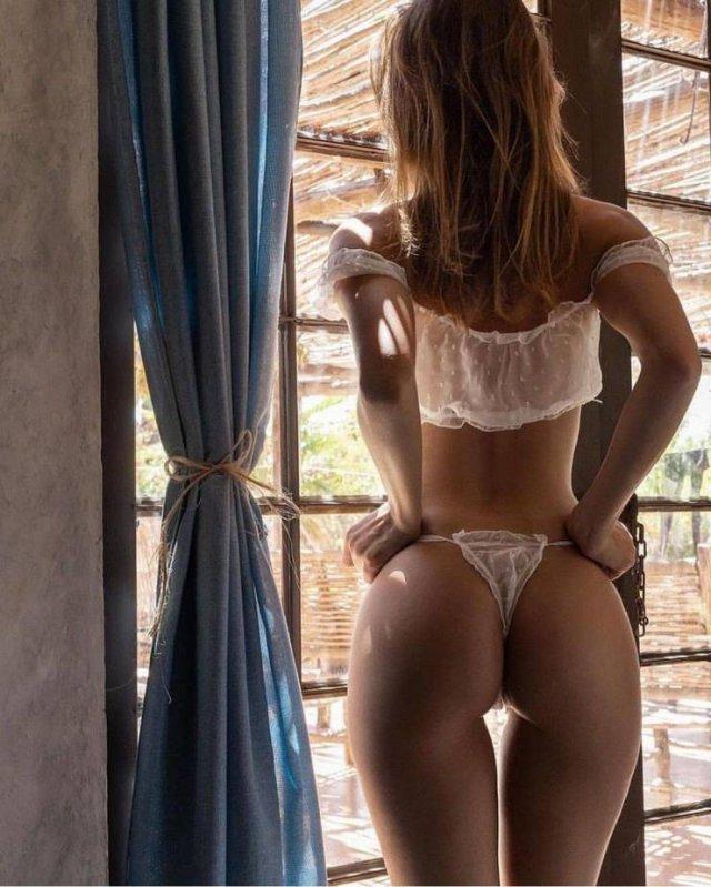 Rear View (67 pics)