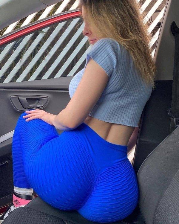 Hot Car Selfies (34 pics)