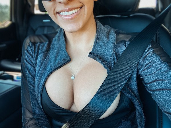 Girls Wearing Necklaces (36 pics)