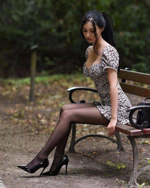 Girls With Beautiful Legs (50 pics)