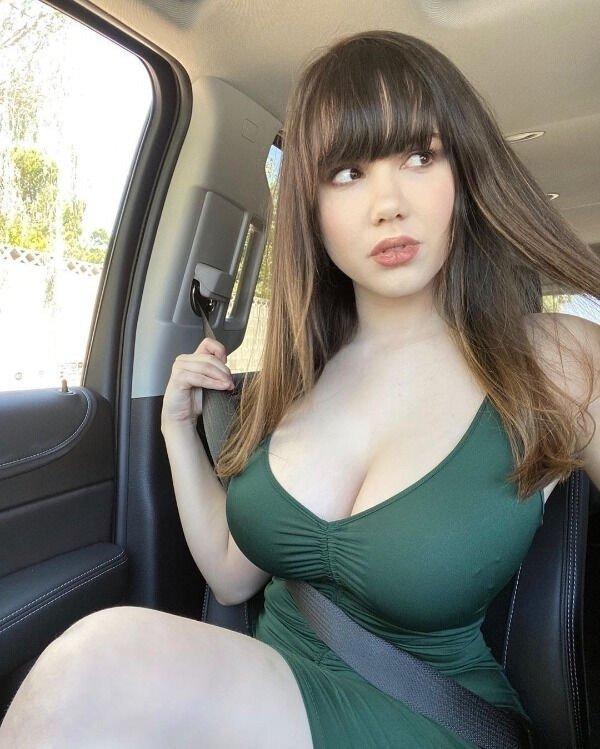 Girls In Dresses (49 pics)