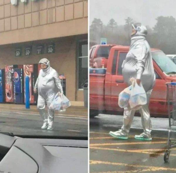 Walmart Visitors (23 pics)