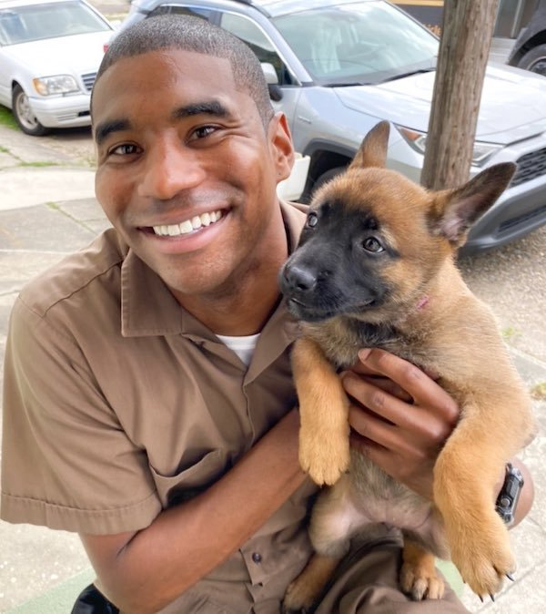 UPS Driver Takes A Photo With Every Pet He Meets On His Route (39 pics)