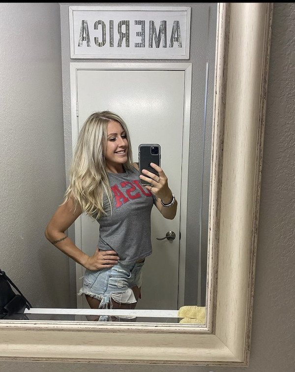 Girls In Shorts (43 pics)