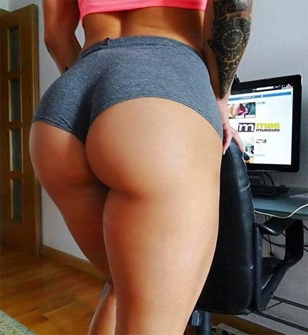 Girls In Shorts (50 pics)