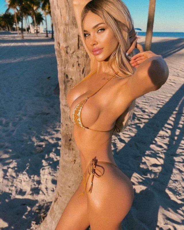 Bikini Girls (51 pics)