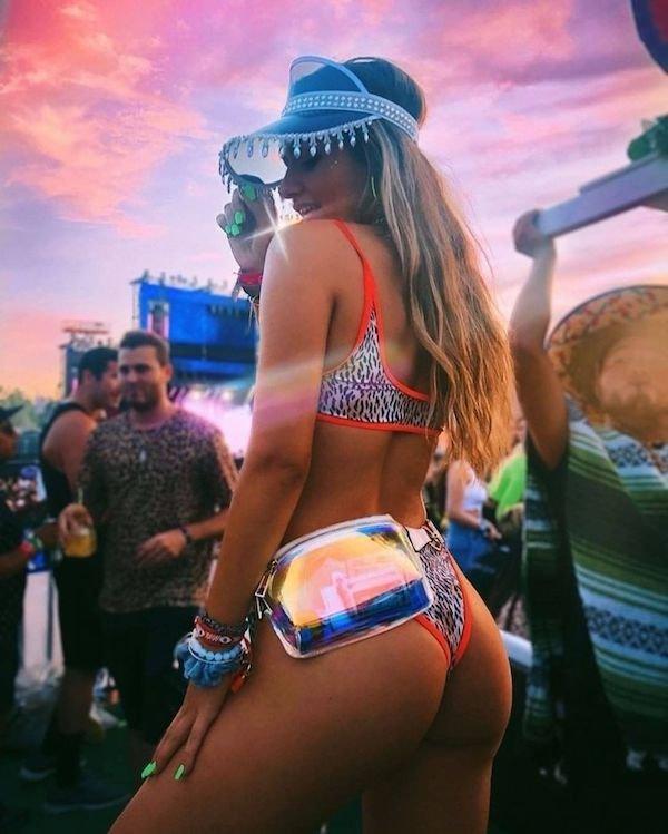 Music Festival Girls (34 pics)