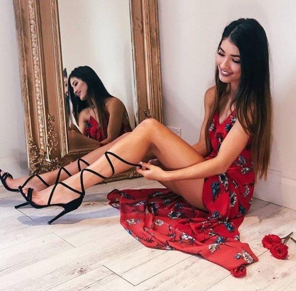 Girls With Beautiful Legs (39 pics)