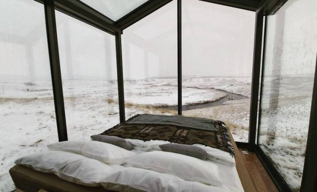 Glass House In Iceland (14 pics)