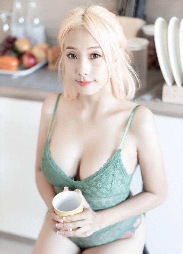 Asian Beauties (49 pics)