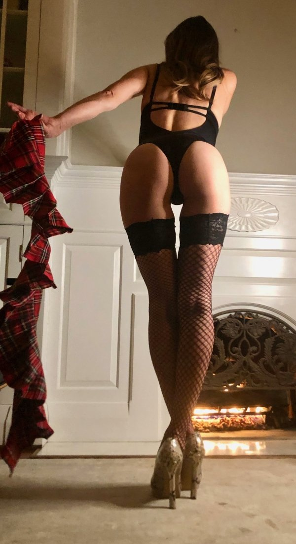 Girls In Lace And Fishnet (37 pics)