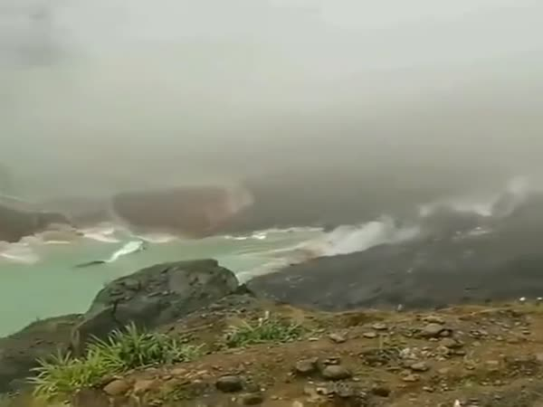 Massive Landslide Caught On The Camera
