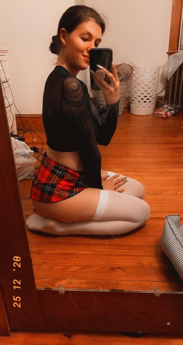 Girls In Stockings And Knee Socks (33 pics)