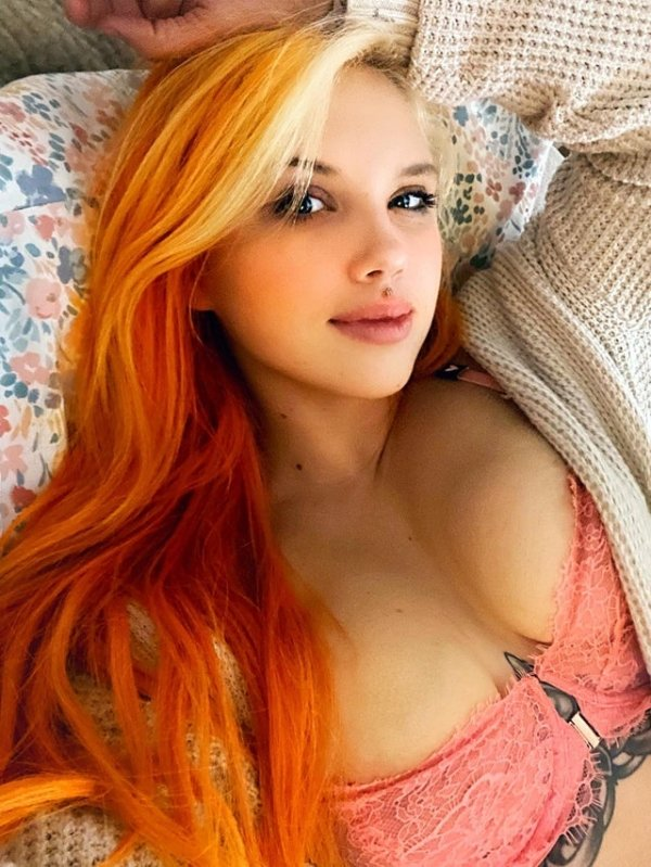 Girls With Dyed Hair (37 pics)