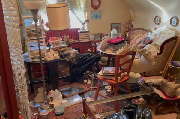 Estate Sale: Man Hits Jackpot With $400k Worth Of Goods Found There (14 pics)