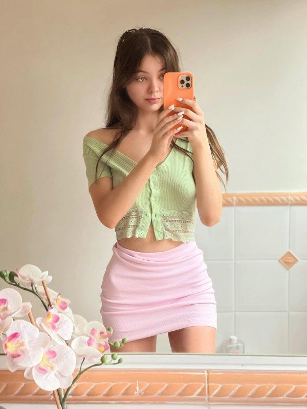 Selfie Girls (35 pics)