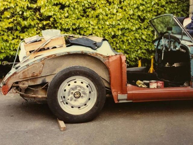 'MGA' Roadster Was Discovered After Almost 60 Years Of Being Under The Trash (9 pics)
