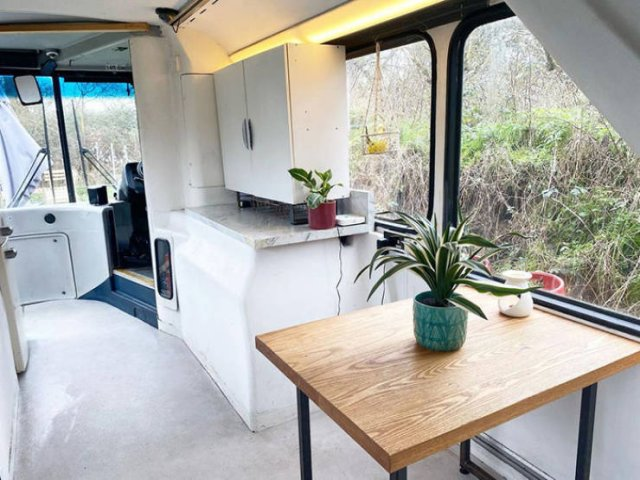 Couple Turned A Double Decker Bus Into A Fantastic Mobile Home (41 pics)