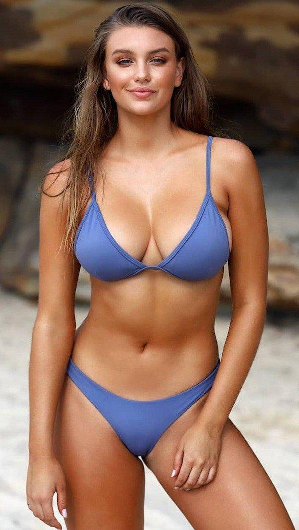 Bikini Girls (28 pics)