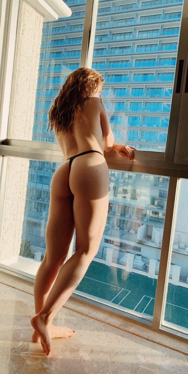 Rear View (39 pics)