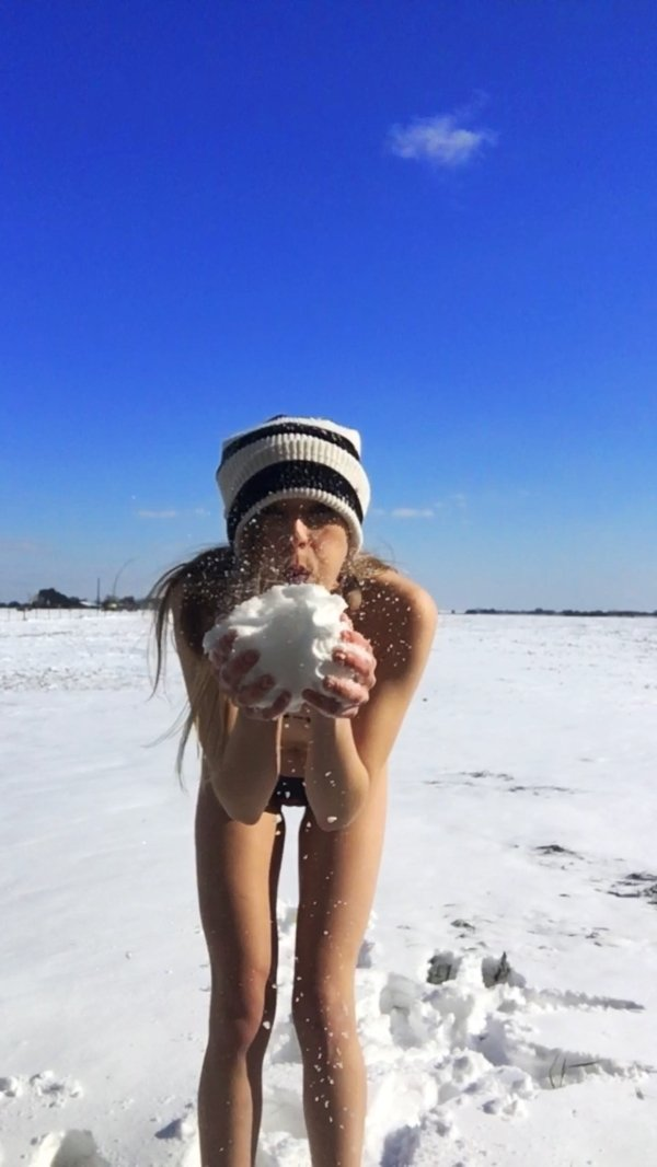 Hot Girls (49 pics)