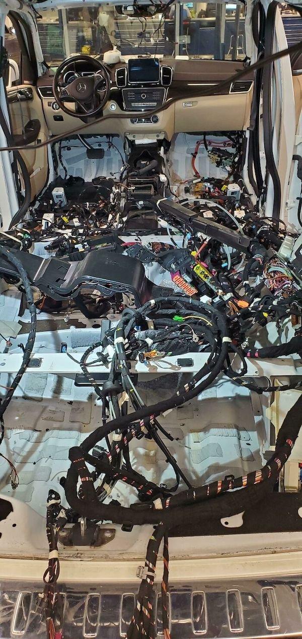 Car Mechanic Situations (29 pics)
