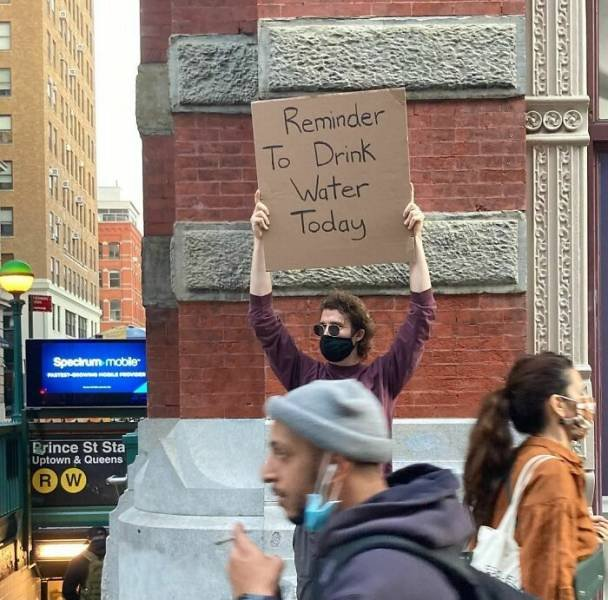 Dude With Sign (35 pics)