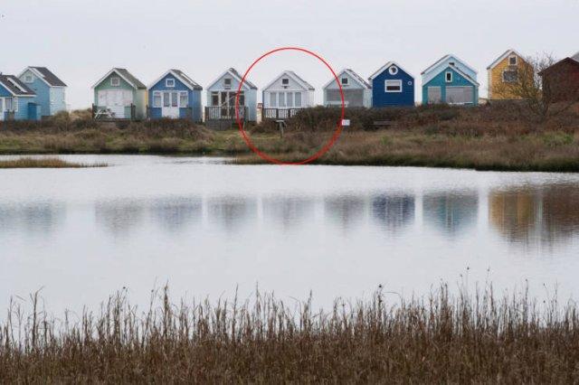 Tiny British Beach House For $450 Thousand (11 pics)
