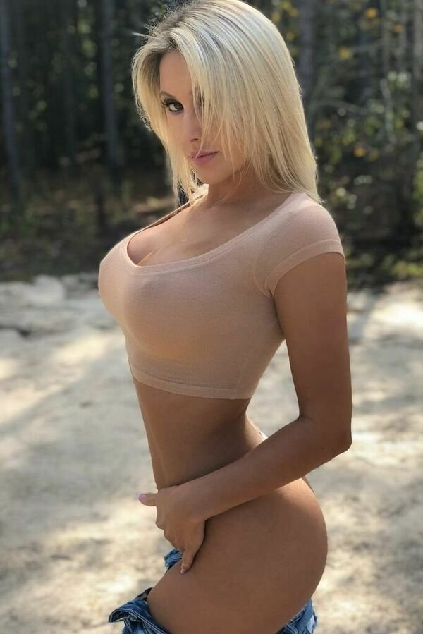 Busty Girls (66 pics)
