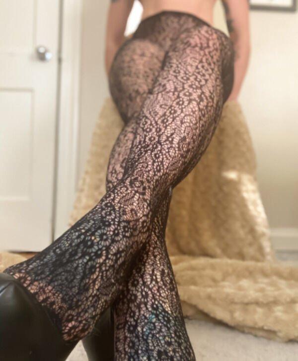 Girls With Beautiful Legs (35 pics)