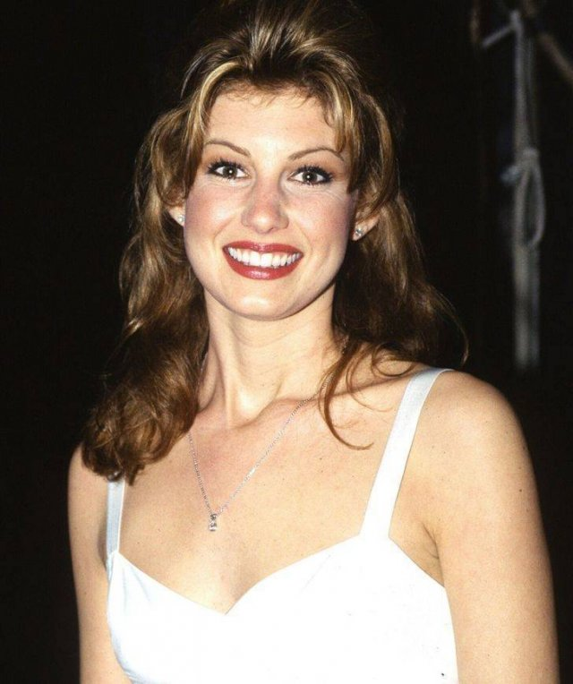 The Hottest Hollywood Actresses Of The 90's (30 pics)