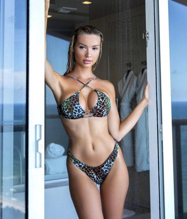 Alexa Collins Dropped Out Of College And Became A Millionaire (29 pics)