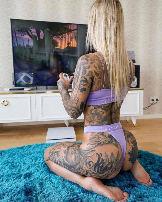 Tattooed Girls (50 pics)