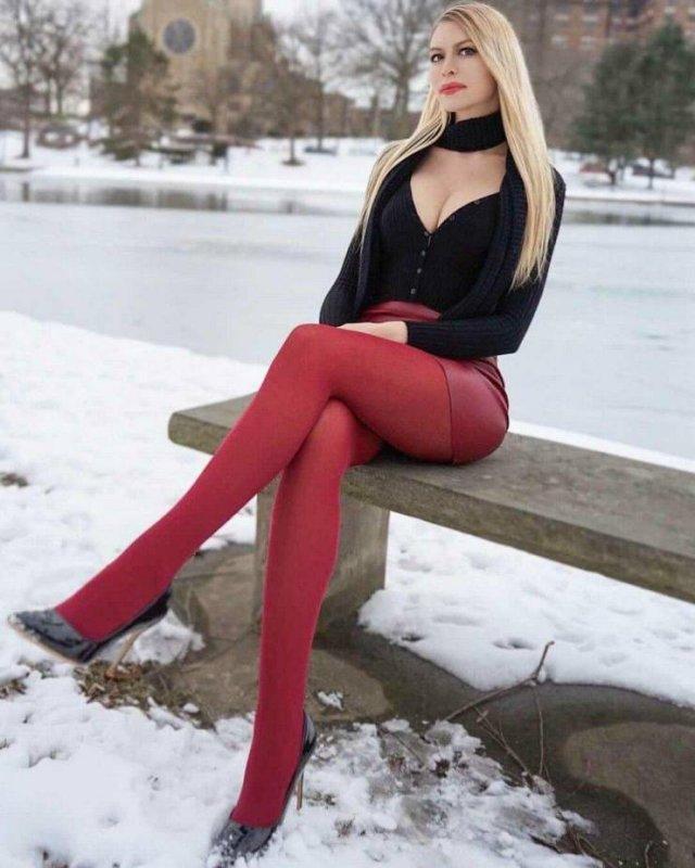 Girls With Beautiful Legs (48 pics)
