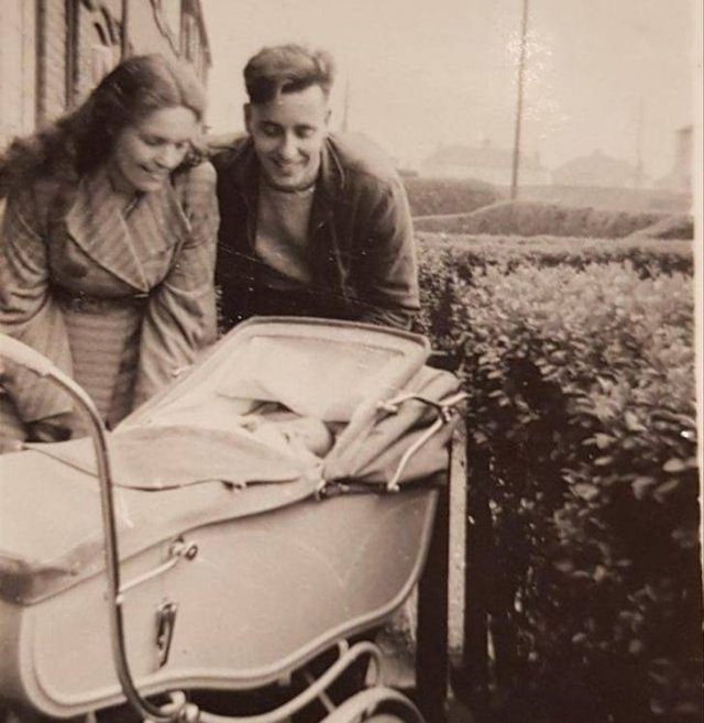 Great Old Family Photos (16 pics)